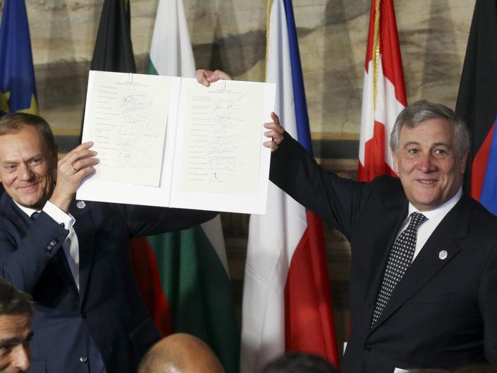 Donald Tusk e Antonio Tajani mostrano il documento firmato dai leder europei, nel 60° anniversario dei Trattati di Roma. Sala Orazi e Curiazi, Campidoglio, Roma 25 marzo 2017. @Remo Casilli