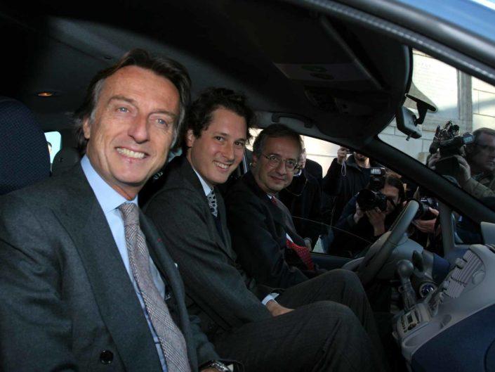 I vertici di Fiat Luca Cordero di Montezemolo e John Elkann presentano al Sindaco di Roma Walter Veltroni i nuovi modelli Fiat. Roma 27 ottobre 2005