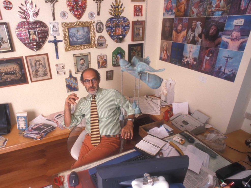 Roberto D'Agostino, ideatore del sito di informazione Dagospia, ritratto in casa. Roma settembre 2002