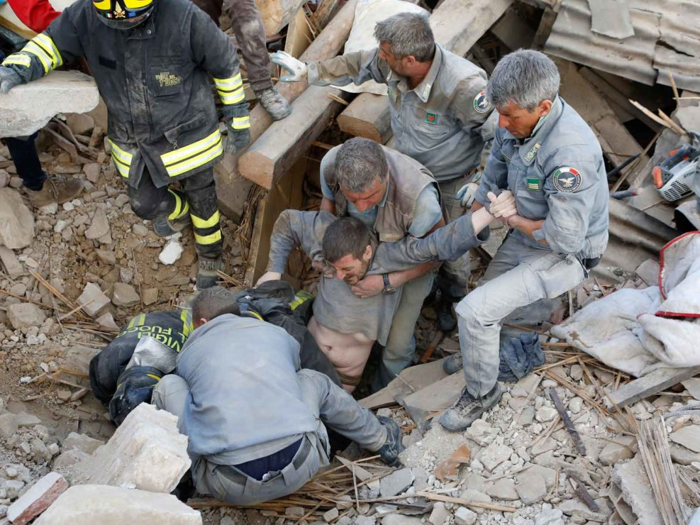 "Terremoto di Amatrice, 24 agosto 2016 - Foto di copertina del ""The New York Times"""