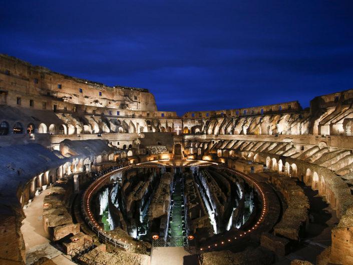 La Via Crucis parte da dentro il Colosseo