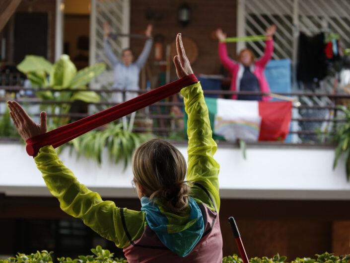 Personal trainer Antonietta Orsini fa lezioni di ginnastica ai vicini che non possono uscire di casa per il coronavirus (COVID-19). Roma 18 Marzo 2020