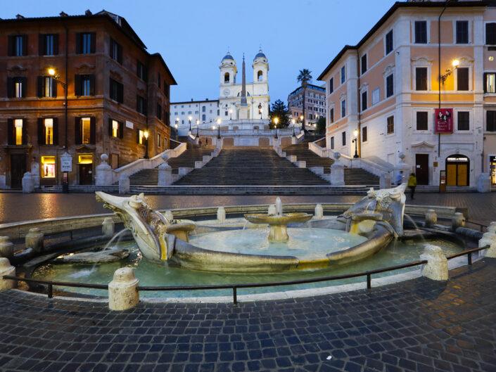 Una deserta Piazza di Spagna con la Scalinata di Trinità di Monti, dopo le ultime disposizioni riguradanti il Coronavirus (Covid-19). Roma 11 marzo 2020.