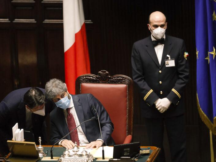 Il Presidente del Consiglio Giuseppe Contee il Presidente della Camera Roberto Fico indossano mascherine protettive durante i lavori di Aula sul coronavirus (COVID-19). Roma 21 Aprile 2020 2020.